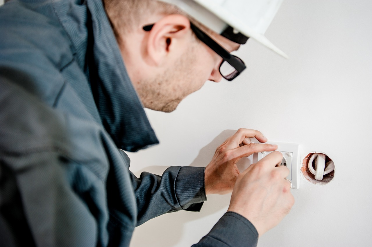 Electrical Compliance Certificate, CoC certificate, price of an Electrical COC, COC Certificates, How much does an Electrical COC cost?, ECoC, What will a Qualified Electrician perform during an Electrical Compliance Certificate (ECoC) inspection, Electrical Inspections